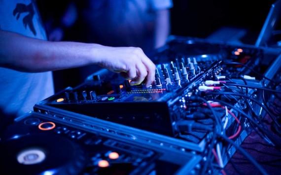 DJ2-940x587